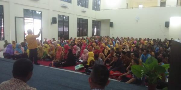 Wali Kota Bekasi Memberikan Pengarahan Anti Hoax Di Depan Perwakilan Para Guru Kota Bekasi Di Gedung