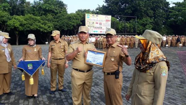 Pemberian Penghargaan Juara 1 Lomba Website Antar OPD Pemerintah Kota Bekasi Dalam Rangka HUT Kota B