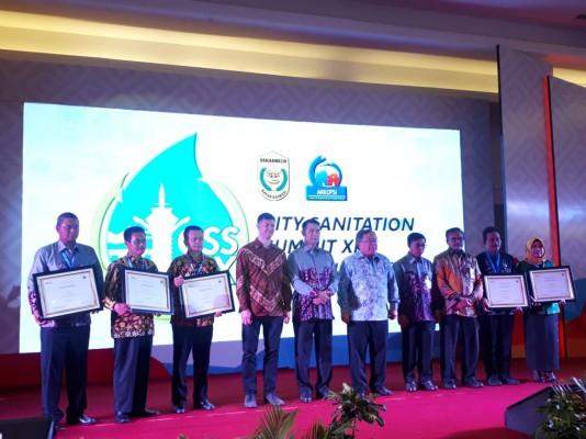 Kota Bekasi Menerima Penghargaan City Sanitation Summit 2019
