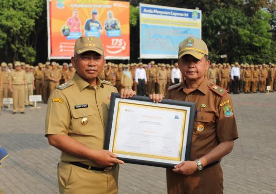 Menerima Penghargaan Kota Paling Siap Dalam Pengolahan Lumpur Tinja Tingkat Kab./Kota Se-Indonesia