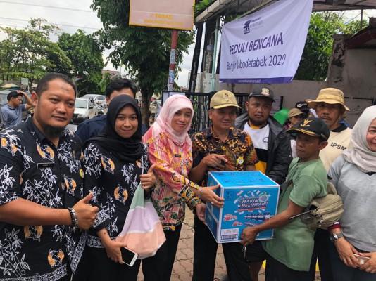 Disperkimtan Ikut Berikan Bantuan Bagi Warga Yang Terdampak Banjir